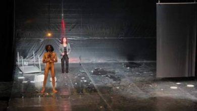 """صورة ممثل سوري """"عاري"""" يحدث أزمة في قرطاج المسرحي"""
