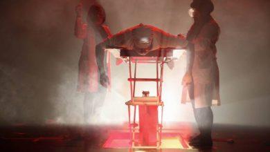 """صورة تساؤلات عن معاني الخلق والوجود والكون في عرض """"المجنون"""" الإماراتي"""