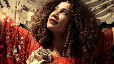صورة غالية بنعلي أفضل ممثلة في Black Screens بالكاميرون