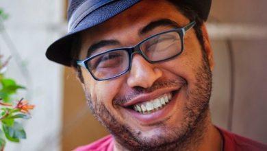 صورة محمد خان.. إضحكي يا حلوة لما أسمّعك